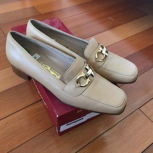 NEW Vintage Salvatore Ferragamo Beige Loafer